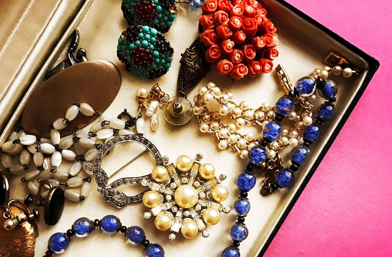 Tips on Wearing 1960s Vintage Jewelry
