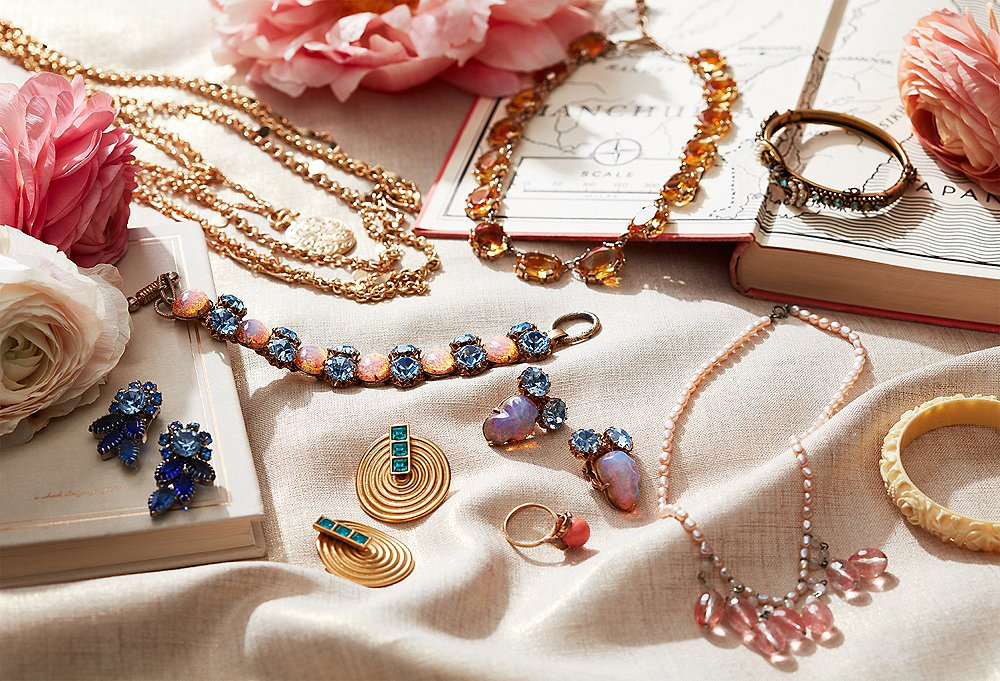 Everything you need to know about the vintage Jewelry