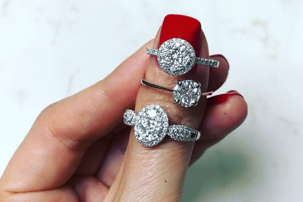 Why do most Women prefer buying diamond jewelry over gold?
